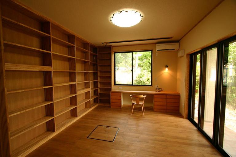 大量の蔵書の収納と趣味のための部屋