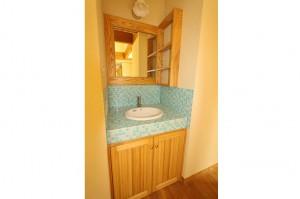 寝室の近くにある洗面台。
