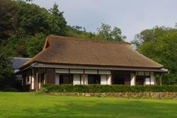 滋賀県比叡山のふもとにある自給自足の家、「麦の家」