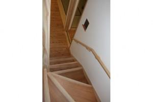 階段手すりは、大工さんの手づくりです