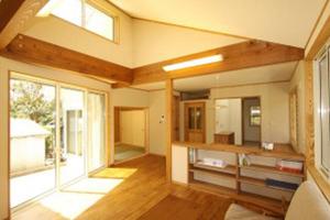天井が高く、開放感のあるリビング